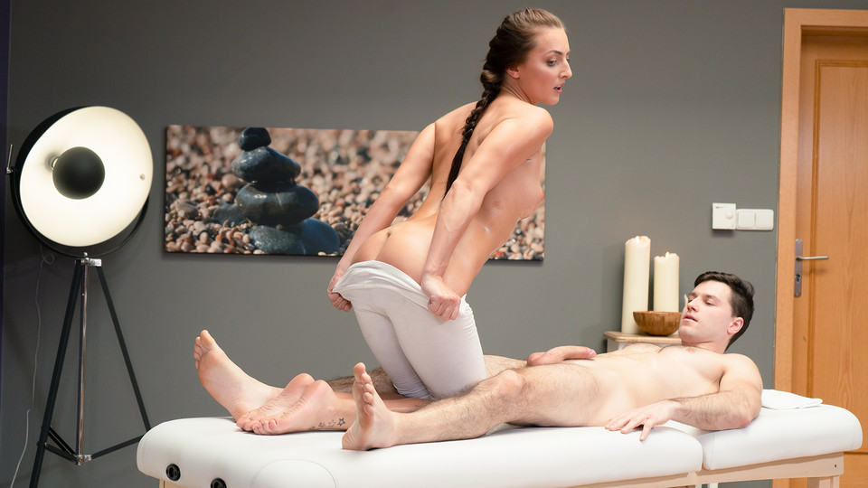 [MassageRooms] Katy Rose – Sexy Masseuse Gives Oily Hand Job